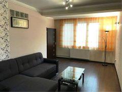 Debrecen, Poroszlay út - Felújított két háló+nappalis lakás kiadó az Egyetemek közelében