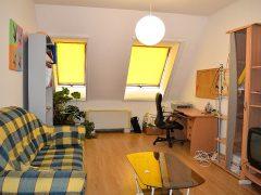 Debrecen, Bem tér - Két szobás lakásban szoba kiadó a villamosvonal mellett